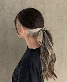 Two Color Hair, Hidden Hair Color, Hair Color Streaks, Hair Dye Colors, Cool Hair Color, Hair Color Ideas, Peekaboo Hair Colors, Hair Highlights, Hair Inspo