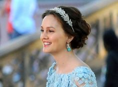 Blair Waldorf's wedding hair, want! But without that crow thing. Maybe a sparkly headband.
