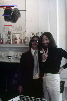 Groovy photo of Ringo Starr and John Lennon together, may be one of the last photos of the two together. ª - Groovy photo of Ringo Starr and John Lennon together, may be one of the last photos of the two together. The Beatles, John Lennon Beatles, Beatles Photos, Jhon Lennon, Alvin Ailey, John Lennon Paul Mccartney, John Lennon And Yoko, Yoko Ono, Frank Zappa