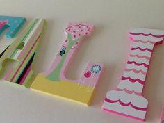 Custom Painted Little Girl's Wall Letters por SophiasRosieRoom