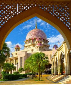 Mosque Masjid Putra at Putrajaya_ Malaysia Islamic Architecture, Beautiful Architecture, Art And Architecture, Beautiful Landscapes, Putrajaya, Kuala Lumpur, Beautiful World, Beautiful Places, Beautiful Pictures