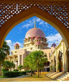 """The """"Pink  Mosque"""", Putrajaya, Malaysia"""