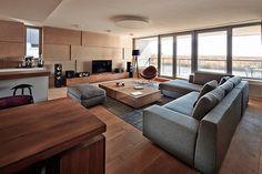 Ontwerp Interieur | Interieur inrichting Als alternatief voor beton of grijs: Hout in combinatie met de strakke meubelen en het strakke plafond vind ik mooi.