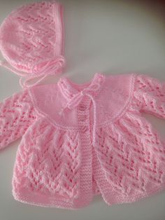 First size baby girl matinee jacket and hat. Knitted in Jarol acrylic and nylon . First size baby girl matinee jacket and hat. Knitted in Jarol acrylic and nylon . Baby Cardigan Knitting Pattern Free, Knitted Baby Cardigan, Knit Baby Sweaters, Knitted Baby Clothes, Easy Knitting Patterns, Crochet Baby Booties, Knitting For Kids, Knitting Designs, Baby Patterns