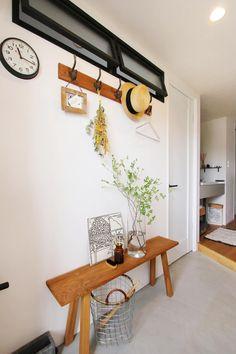 おしゃれで機能性もUP! 窓&室内窓のリノベーション10選【LIFULL HOME'S】 Window Grill Design, Natural Interior, House Entrance, Home Office Design, Skylight, My Room, Entryway, New Homes, Furniture