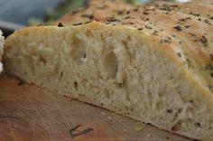 Lust auf ein fluffiges Weißbrot? Es ist unglaublich leicht und gleichermaßen lecker sich einfach schnell selbst eins zu kneten ;-) Wir stehen ja nicht so auf Weizen und backen deshalb unser Brot bevorzugt selbst und verwenden dafür unser liebstes Dinkelmehl. Heute wurde es ein italienisch anmutendes Foccacia Herzweiterlesen
