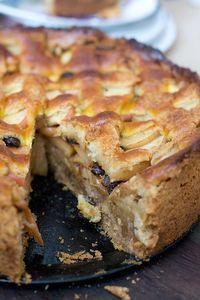 Tarta de manzana y nuez Food Cakes, Cupcake Cakes, Apple Desserts, Dessert Recipes, Fall Recipes, Sweet Recipes, Gateaux Cake, Pan Dulce, Pie Cake