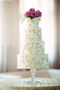Bolo de casamento, verde menta com folhas douradas. Mint Green Wedding Cake with Hand Painted Gold Leaf Accents Mint Wedding Cake, Wedding Mint Green, Elegant Wedding Cakes, Beautiful Wedding Cakes, Beautiful Cakes, Gold Wedding, Spring Wedding, Elegant Cakes, Trendy Wedding