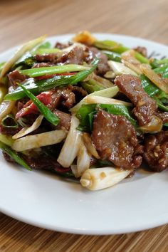 P. Changs Mongolian Beef Copycat Recipe for Busy Cooks P. Changs Mongolian Beef Copycat Recipe Make this popular restaurant dish at home in only 30 minutes. Source by abeachgirl Meat Recipes, Asian Recipes, Dinner Recipes, Cooking Recipes, Healthy Recipes, Recipies, Chinese Beef Recipes, Asian Foods, Seafood Recipes