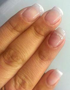 sist de extensiones de uñas .esmaltado semipermanente