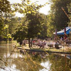 Das wunderbare Cafe Gans am Wasser im Westpark. Seit heute gibt es dort auch Bier und Wein um den Feierabend am Mollsee zu genießen. Mehr dazu im Blog > Link im Profil #cafe #gansamwasser #westpark #mollsee #park #erholung #feierabend #münchen #munich #minga #sendlingwestpark #supermunich