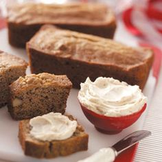 Banana-Walnut Mini Loaves Recipe -We have many walnut trees in Pennsylvania. You have to collect and crack a lot of nuts for a pound of meat—but oh how good the baked goods taste! Loaf Recipes, Banana Bread Recipes, Delicious Desserts, Dessert Recipes, Yummy Food, Mini Pains, Mini Bananas, Banana Nut, Sweet Bread