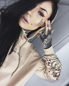 Monami Frost Hot Ink - Makeup The World Monami Frost, Tattoo Girls, Girl Tattoos, Bodysuit Tattoos, Heather Moss, Tattoo Model Mann, Tattoo Models, Tattoos Skull, Sleeve Tattoos