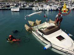 Barca affonda nel porto di Numana intervengono i sommozzatori