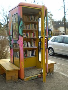 take a book, leave a book, read a book! abandoned pay phone boxes become free street libraries, yes! My note: This is the biggest 'little free library' that I've seen! Mini Library, Little Library, Library Books, Street Library, Library Inspiration, Library Ideas, Home Libraries, Public Libraries, Lending Library