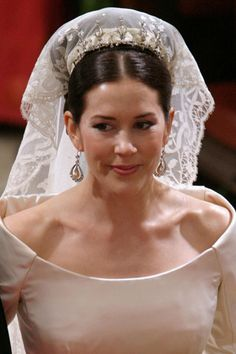 Crown Princess Mary of Denmark. Lovely wedding dress for Crown princess Mary. Princesa Mary, Royal Wedding Gowns, Royal Weddings, Wedding Dress, Dream Wedding, Prince Héritier, Prince And Princess, Crown Princess Mary, Mary Donaldson