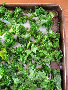 Healthy Snacks: Salt and Vinegar Kale Chips | Feastie