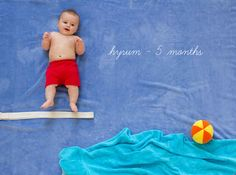 Your baby& first year is a whirlwind. Check out these incredibly creative monthly photos that perfectly capture months one through Baby Boy Pictures, Newborn Pictures, Baby Kalender, Monthly Baby Photos, Monthly Pictures, Baby Boy Photography, Foto Baby, Baby Poses, Babies First Year