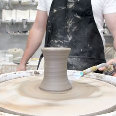 View our webpage for a whole lot more relating to this fabulous clay pottery Rookwood Pottery, Raku Pottery, Pottery Art, Slab Pottery, Pottery Mugs, Ceramic Techniques, Pottery Techniques, Sculptures Céramiques, Ceramic Sculptures