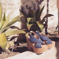 Descubre nuestra nueva cápsula en Liberitae.com  #liberitae #liberitaeshoes #sienteteliberitae #salones #shoes #style #shoedesigner #look #piel #sandals #sandalias #moda #leather #piel #style #summer #summershoes #leathershoes #fashion #madeinspain #hechoenespaña #calzado