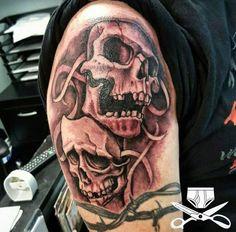 eagle tattoo on shoulder eagle tattoo design symbol for rigth arm cool men love tattoos. Black Bedroom Furniture Sets. Home Design Ideas