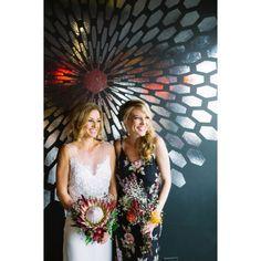 PAPER FACTORY HOTEL🤘🏼 #paperfactoryhotel #joelleperryhawaii #planetblue #proteabouquet #betsiewing #natashaabe #customgown #weddinghair https://www.instagram.com/puravidadiva/