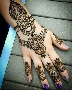 Simple Mehendi designs to kick start the ceremonial fun. If complex & elaborate henna patterns are a bit too much for you, then check out these simple Mehendi designs. Easy Mehndi Designs, Latest Mehndi Designs, Bridal Mehndi Designs, Back Hand Mehndi Designs, Mehndi Designs For Girls, Mehndi Designs For Beginners, Mehndi Design Photos, Mehndi Designs For Fingers, Beautiful Mehndi Design
