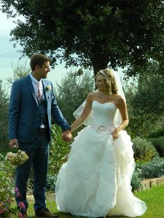 A romantic walk for Lisa and Robert in the panoramic garden of Villa San Crispolto! Just few minutes after the ceremony...