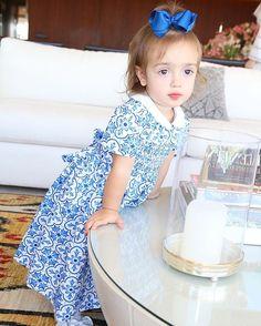 Bebela toda trabalhada no azul e branco no chá da priminha Helena Minha caçulinha mais brava da vida  @silmarabebe amei o vestido  #chadahelena #bebela