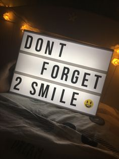 Lightbox⭐️⭐️⭐️ Cinema Light Box Quotes, Cinema Box, Light Up Message Board, Light Board, Light Up Letter Box, Led Light Box, Lightbox Letters, Lightbox Quotes, Lead Boxes