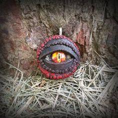 Red and black polymer clay dragon / reptile eye pendant ( glow in the dark ) Handmade Shop, Etsy Handmade, Handmade Jewelry, Unique Jewelry, Handmade Gifts, Polymer Clay Dragon, Polymer Clay Jewelry, Reptile Eye, Eye Details