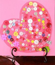 como hacer un corazon de cartulina con botones