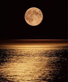 Beautiful Moon Pictures, Full Moon Pictures, Moon Wallpaper, Moon Over Water, Milky Way Stars, Full Moon Rising, Luna Moon, Moon Photos, Moon Photography