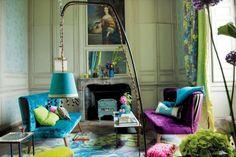Tricia Guild, est une décoratrice que j'ai découvert dans Prima Maison, j'aime son style audacieux, ses écrins acidulés et son goût pour le vintage. Toute cette fantaisie et ces couleurs survitaminées ainsi que ce mélange de rétro et de style moderne...