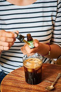 Iced CBD Kaffee ❄️☕ Genau das Richtige an heißen Sommertagen ☀️ Steigere durch das Koffein deine Leistungsfähigkeit und Konzentration und genieße mit dem #MEDIHEMP Bio Hanf Pure gleichzeitig Cannabidiol in seiner reinsten Form. Reich an ungesättigten Fettsäuren, Vitaminen und Mineralstoffen stimuliert dieses CBD Premium-Extrakt körpereigene Regulationsprozesse.  ❗Pro-Tipp: Das CBD-Öl löst sich im Kaffee nur richtig, wenn man Fett, also Milch oder eine pflanzliche Milch-Alternative… Fett, Pure Products, Kaffee, Milk, Tips