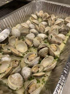 Clam Recipes, Seafood Recipes, Appetizer Recipes, Appetizers, Grilled Bread, Grilled Seafood, Grilled Mussels Recipe, Baked Clams Recipe, Grilling Recipes