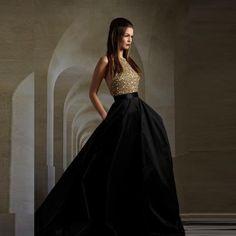De gama alta de las lentejuelas de oro sin respaldo Negro vestidos de noche halter del piso Hombro longitud de una línea de elegantes vestidos de noche largos