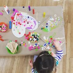 There's nothing like a group of two- and three-year-olds, each with their own bottle of squeeze glue and some small treasures! ♥️This photo is from yesterday's toddler art group... We started with cardboard hearts, colored them (to varying degrees) with paint sticks, then started gluing on wood bits, googly eyes, beads, and pompoms.