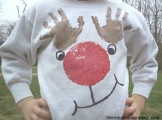 DIY Hand Print Reindeer Sweatshirt - fun Christmas project for the kids! Ugly Sweater For Kids, Ugly Christmas Sweater Women, Xmas Sweaters, Christmas Jumpers, Reindeer Craft, Reindeer Costume, Christmas Crafts, Christmas Ideas, Christmas Decorations