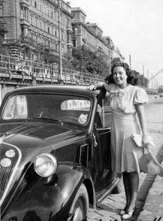 Topolinó a Vigadó térnél, 1940.