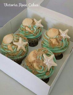 ideas for wedding cakes beach cupcakes Beach Wedding Cupcakes, Beach Theme Cupcakes, Themed Cupcakes, Seashell Cupcakes, Beach Themed Cakes, Wedding Cakes, Un Diner Presque Parfait, Ocean Cakes, Yummy Cupcakes