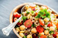 Chickpeas have 8 grams of protein per half cup serving. Healthy Diet Plans, Healthy Fats, Healthy Eating, Healthy Recipes, Healthy Life, Diet Recipes, Chickpeas Benefits, Filling Snacks, Nutrition And Dietetics