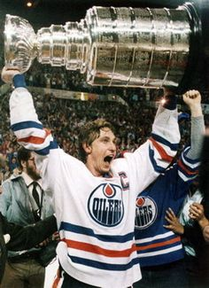 "Wayne Gretzky - former Canadian professional hockey player. Former head coach. ""Greatest hockey player ever"" Edmonton Oilers, Wayne Gretzky, Hockey Rules, Kings Hockey, O Canada, Alberta Canada, National Hockey League, Raining Men, Sports Stars"