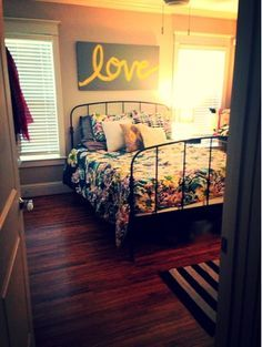 Cute and simple over #bed love #painting.