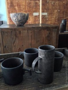 """Highway coffee break"" Ceramic vases by Keiichi Tanaka.   「高速道路 コーヒーブレイク」 花瓶、田中啓一。"