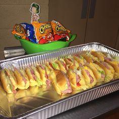 Fiesta de El Chavo del Ocho - Sirve tortas de jamón, la comida favorita del Chavo