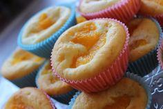 Den Ofen auf 180° Grad Ober/Unterhitze aufheizen und die Muffinformen bereit legen. Mandarinen abtropfen lassen. Zucker und Eier schaumig schlagen, dann die weiche Margarine (Butter geht natürlich auch) und Quark hinzufügen und zu einer glatten Masse rühren. Mehl, Salz, Vanille und Backpulver mischen und unter den Teig heben. Dann den Teig in die Muffinformen füllen...Weiterlesen