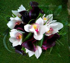 Wedding bouquet orchids cym bidium with cala aubergine, ramo de novia con orquideas cymbidium y calas de color berenjena