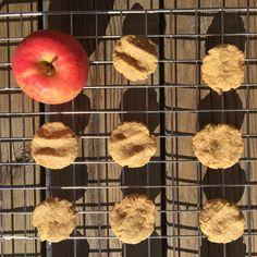 Babykjeks med eple. - SunnStart Peach, Apple, Fruit, Snacks, Food, Apple Fruit, Appetizers, Peaches, The Fruit