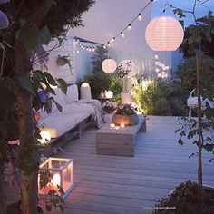 String Lights Outdoor Porch - New ideas Balcony Design, Patio Design, Garden Design, String Lights Outdoor, Outdoor Lighting, Outdoor Decor, Terrazas Chill Out, Garden Wall Lights, Home Decor Store